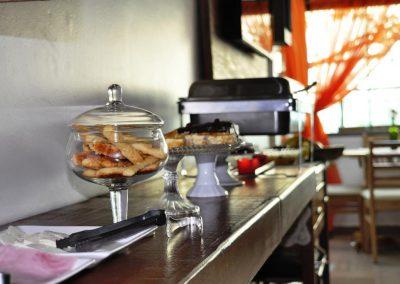 café da manhã bisscoitos - pousada encanto do pero - cabo frio