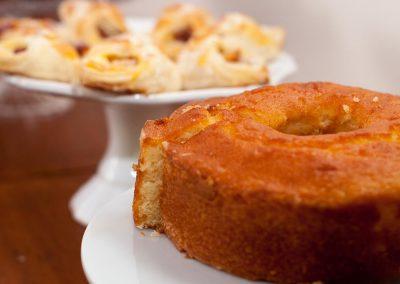 café da manhã bolo - pousada encanto do pero - cabo frio