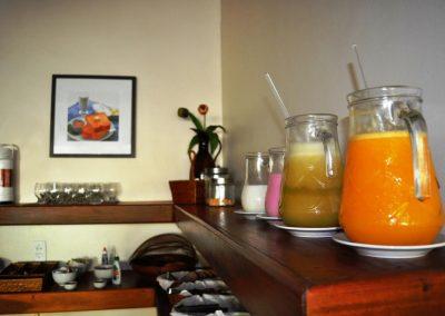 café da manhã sucos - pousada encanto do pero - cabo frio