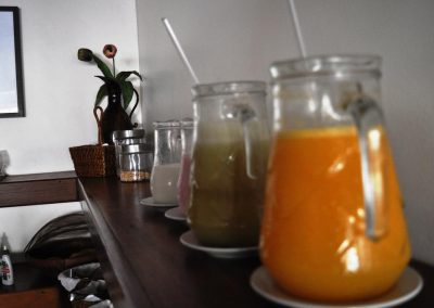 café da manhã sucos variados - pousada encanto do pero - cabo frio