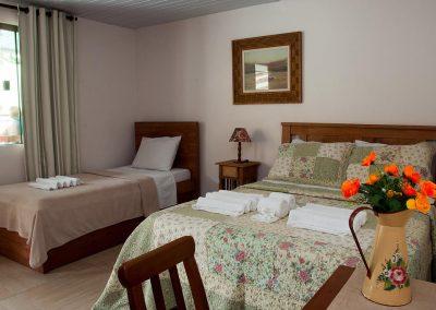 quartos confortaveis - pousada encanto do pero - cabo frio